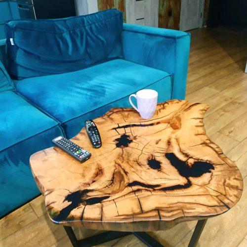 Стол из сухостойного дуба 900 мм